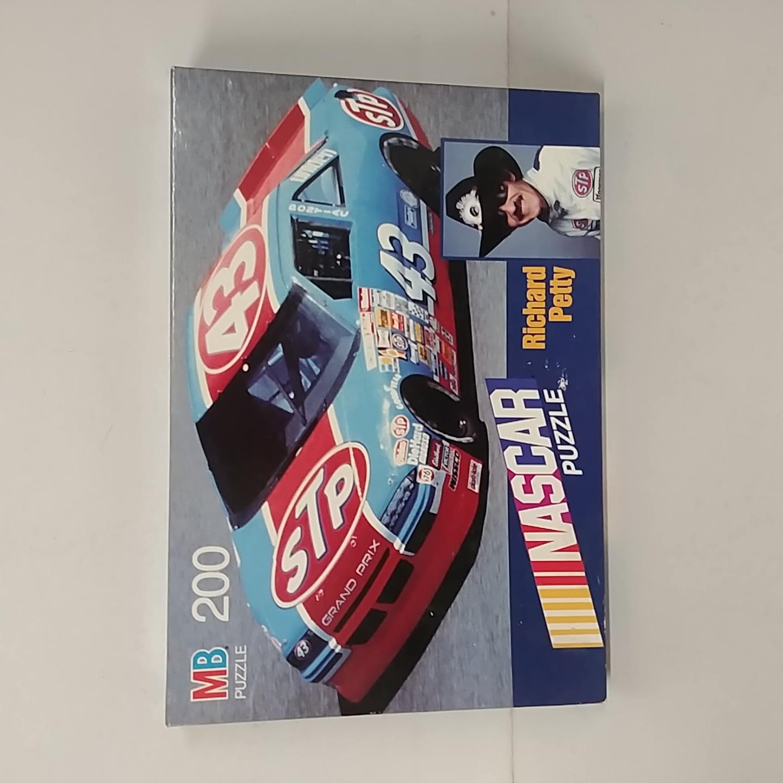 1990 Richard Petty Milton Bradley 200 piece puzzel